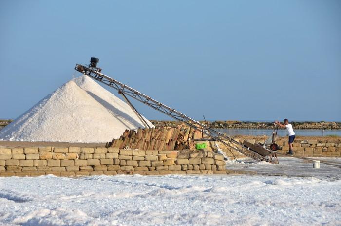 La raccolta del sale, uno spettacolo che si ripete da più di duemila anni…